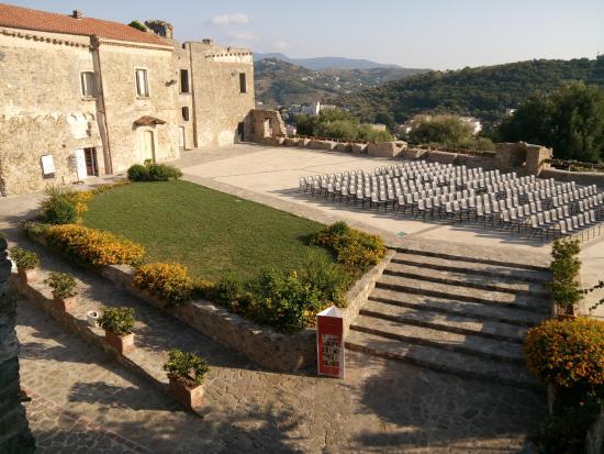 Terrazza castello - Picture of Borgo Medievale di Agropoli, Agropoli ...