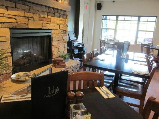Lily's: Cozy by the fireplace