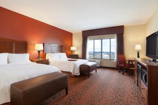 Hampton Inn & Suites Williston: Accessible Two Queen Room
