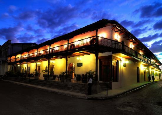 Hotel Plaza Colon: Facade