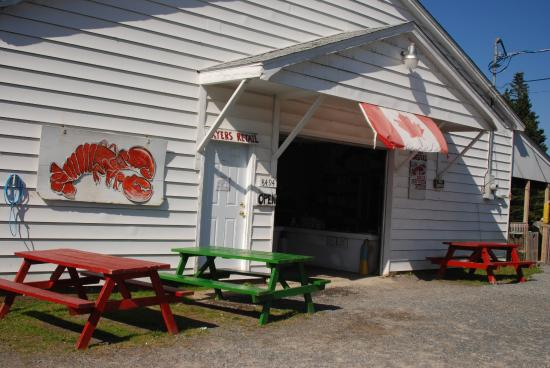 Ryer Lobsters: Outdoor Seating