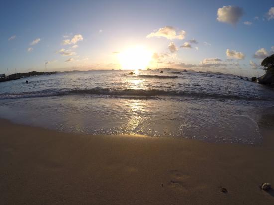 Long Bay: Pôr do sol inesquecível