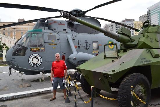 Navio Museu Bauru: Helicóptero Sea King e Veículo leve Anfíbio