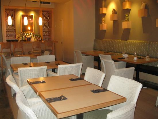 King & I Thai Cuisine : BAR/SEATING AREA