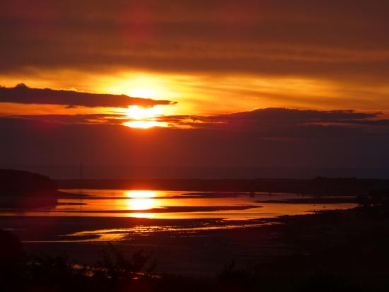 Strathview Lodge Bed and Breakfast: Sunrise over Loch Fleet