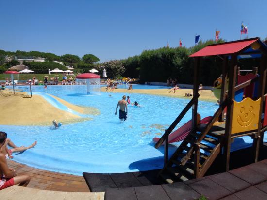 Union Lido Camping Lodging Hotel: Pool Nearest To Beach