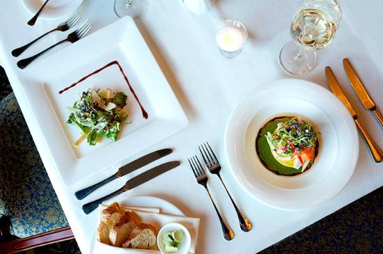Oak Bay Beach Hotel: The Dining Room