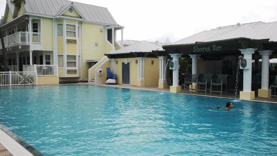 pileta bar shores picture of southernmost beach resort. Black Bedroom Furniture Sets. Home Design Ideas