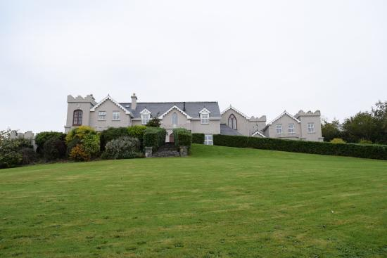 Rossmore Manor: View of B&B from front