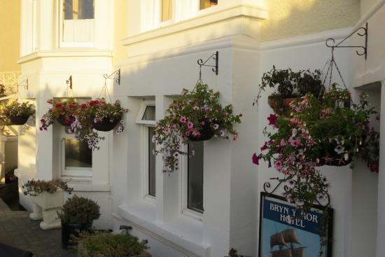 Bryn-Y-Mor Hotel: Hotel Garden & Patio