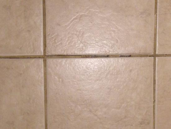 Centerville, IA: Cracked grout in the bathroom