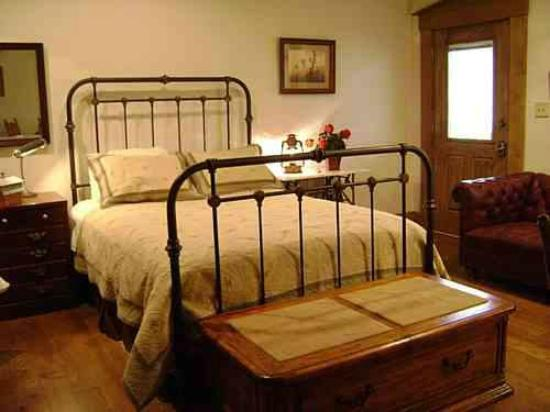 Jefferson Street Bed & Breakfast: #2 Frontier Suite with private bath
