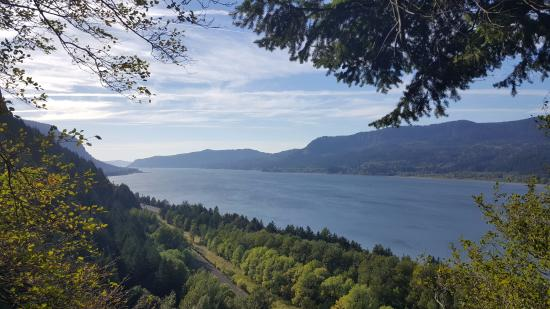 Hood River, OR: View of Columbia River