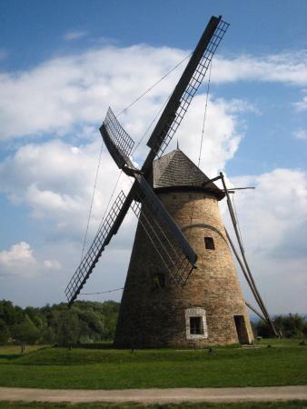 Hungarian Open Air Museum (Szabadteri Neprajzi Muzeum) : Ветряная мельница в музее