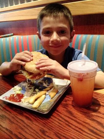 Fuddruckers: menu de niños