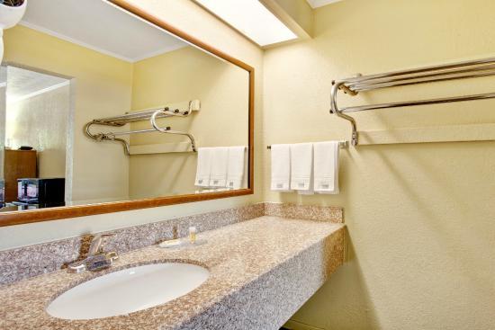 Days Inn Knoxville West: Bathroom