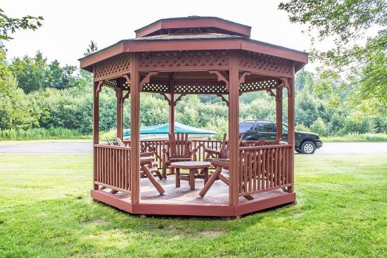 Quality Inn: Gazebo