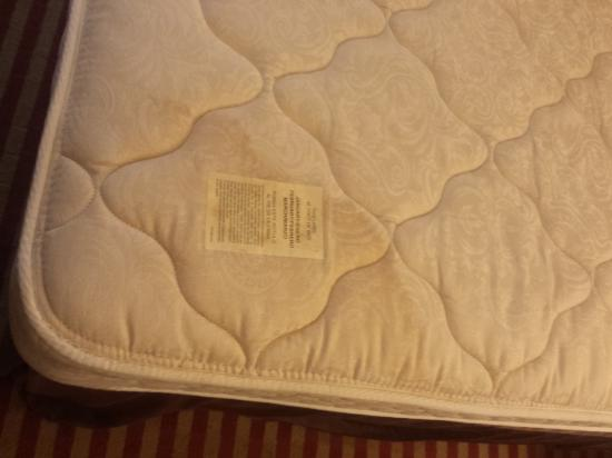 Baymont Inn & Suites Nashville Airport/ Briley: unknown stain at end of mattress
