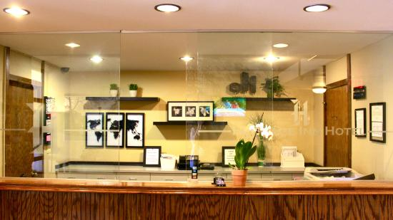 Watertown, WI: Front Desk