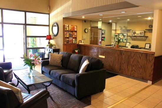 Watertown, WI: Front Desk/Office