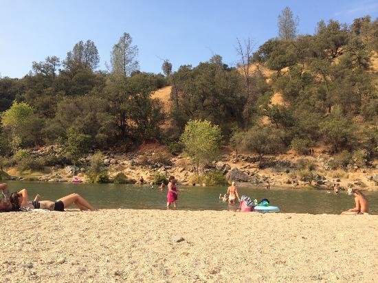 "Pleasant Valley Sanctuary : South Yuba River ""beach-like"" area"