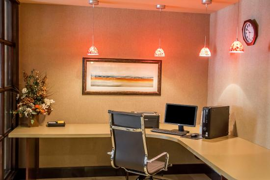 Comfort Suites Forest Park: Business center