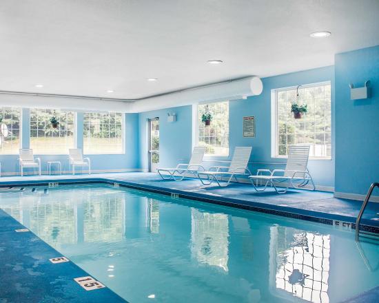 Dayville, CT: Pool