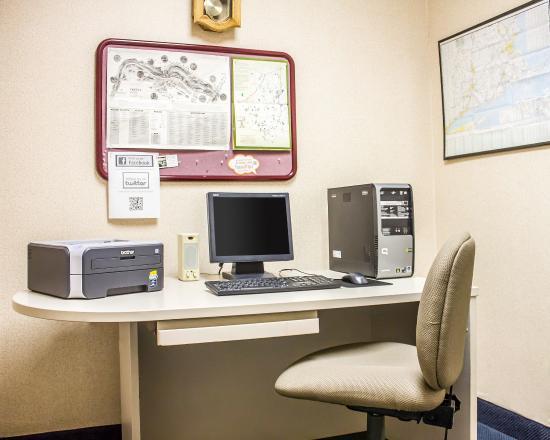 Dayville, CT: Business Center