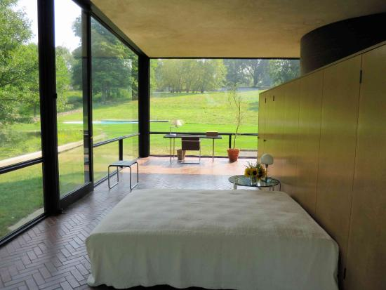 Philip Johnson Glass House the glass house bedroom and desk picture of the philip johnson
