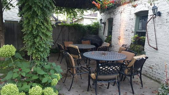 Chicago Guest House: 20150912_185415_large.jpg