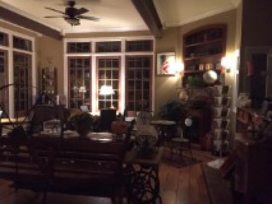 Olivia's Bridge Street Inn: Main lobby/breakfast area