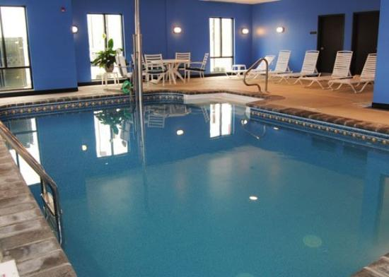 Comfort Suites Altoona: Pool