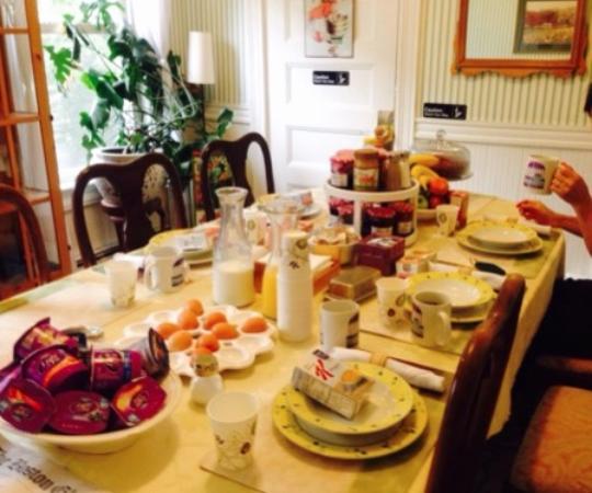 Coolidge Corner Guest House: Bed & Bagel: 朝食