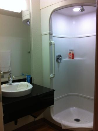 Motel 6 Medford South: shower only