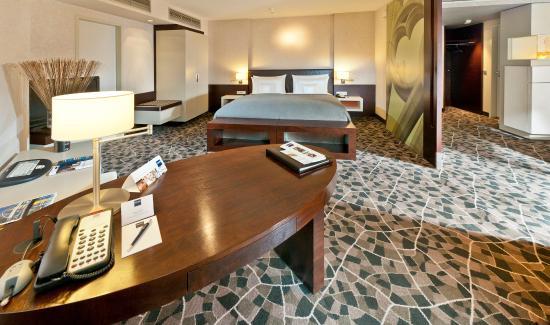 Dorint Hotel am Heumarkt Koln : Guest room