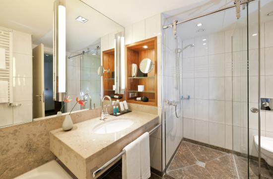 Dorint Hotel am Heumarkt Koln : Bathroom