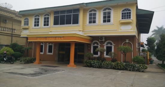 Hotel Danau Raja : Hotel tampak depan