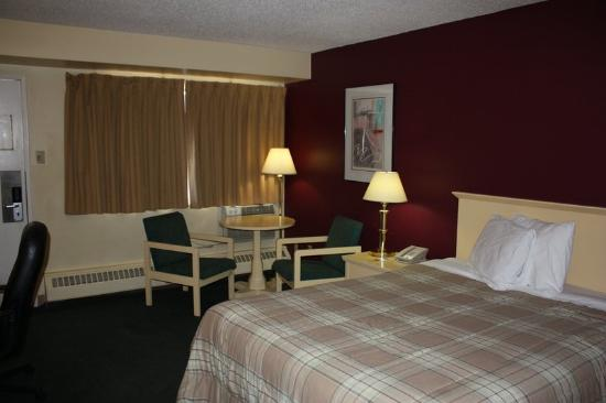 Northwoods Inn & Suites : Guest Room
