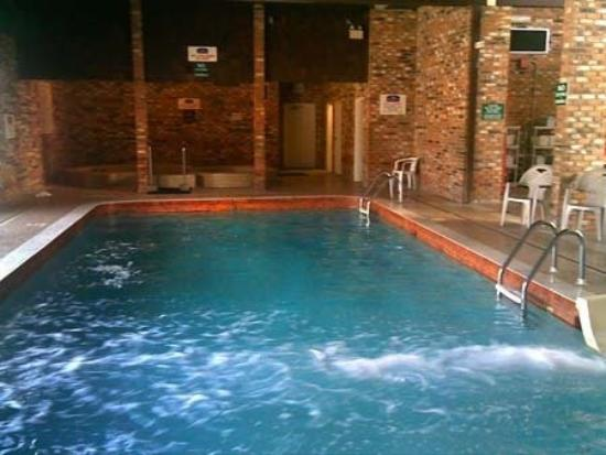 Northwoods Inn & Suites : Pool