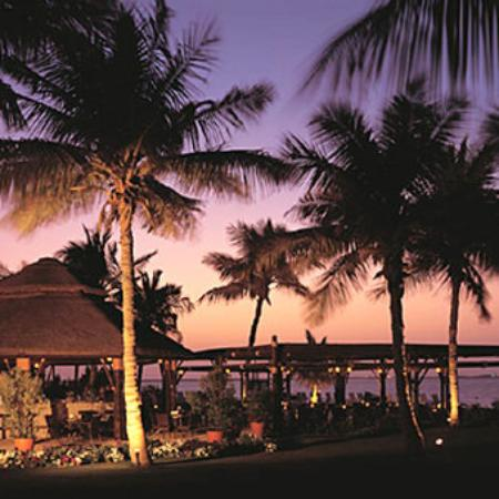 JA Palm Tree Court: Captains Bar