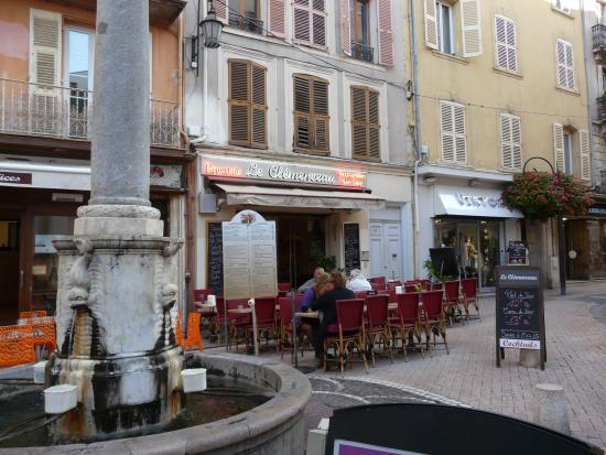 Cafe Brasserie le Vieil Antibes - Photo de Cafe Brasserie le Vieil ...