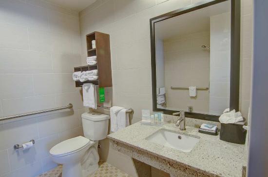 Trophy Club, TX : Accessible Bathroom