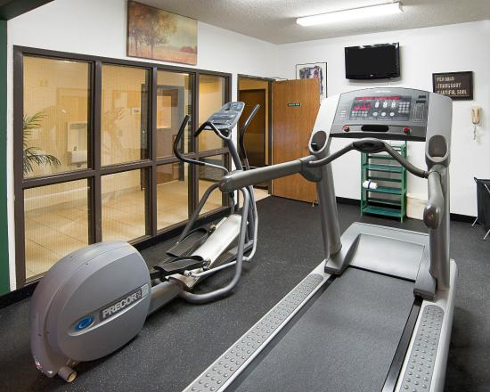 Quality Inn Brooklyn Center: Fitness Center