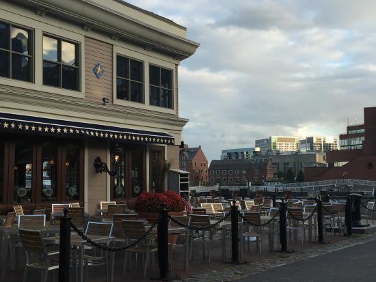 Boston Marriott Long Wharf: Waterfront park restaurant next to hotel
