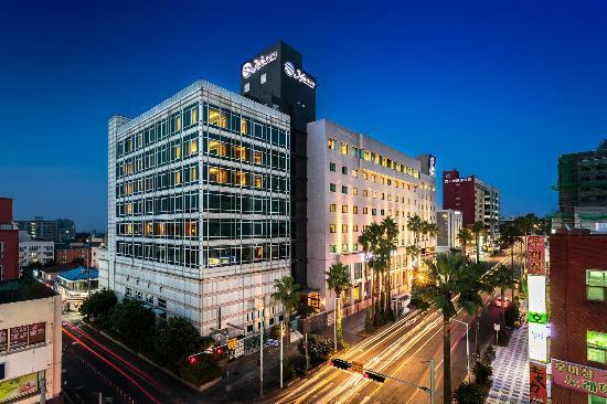 T.H.E. Hotel & LVegas Casino
