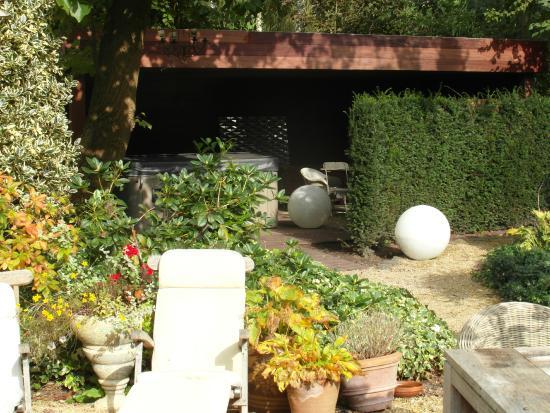 Jacuzzi In Tuin : Tuin met zicht op jacuzzi picture of b&b summergem zomergem