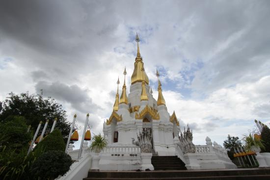 Wat Tham Khoo Ha
