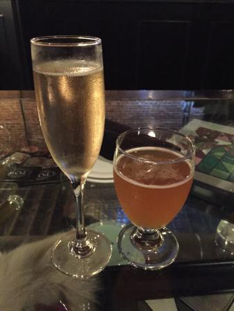 POP champagne and dessert bar : Great drinks!