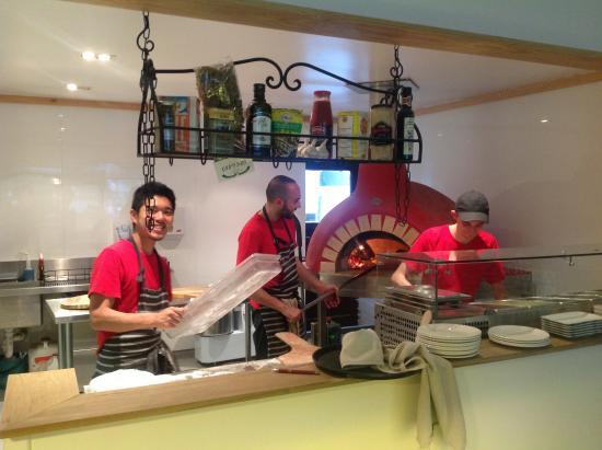 New Plymouth, Nuova Zelanda: The friendly staff in the kitchen