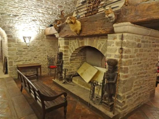 Chemin avec troph es picture of philippe leclerc wine cellar gevrey chambertin tripadvisor - Cheminees philippe review ...